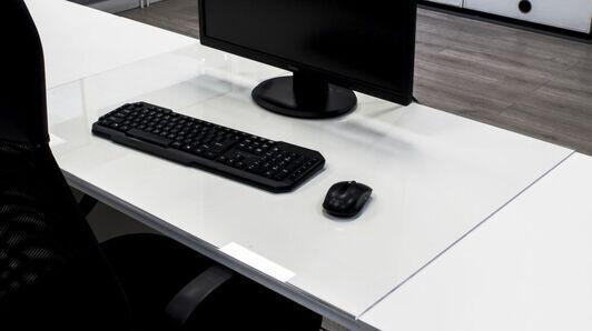 Schreibtischabdeckung aus Acrylglas - wie kann es die tägliche Arbeit erleichtern?