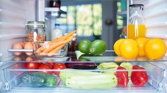 Gesprungene Glasscheibe im Kühlschrank? Bestellen Sie einfach eine neue aus Acrylglas!